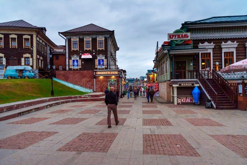 area storica quarta del 130-Th a Irkutsk nella sera La Russia fotografia stock