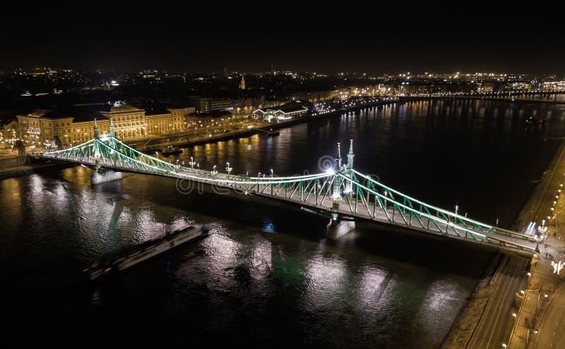 Areal sikt av Liberty Bridge i huvudstaden av Ungern, Budapest arkivbild