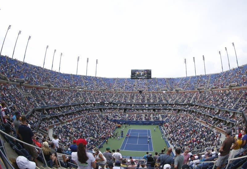 Areal widok Arthur Ashe stadium przy Billie Cajgowego królewiątka tenisa Krajowym centrum podczas us open 2013