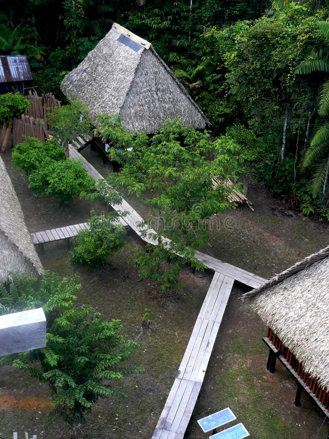 Areal widok miejscowe budy podczas wycieczki turysycznej w cuyabeno parku narodowym, Ekwador zdjęcia stock