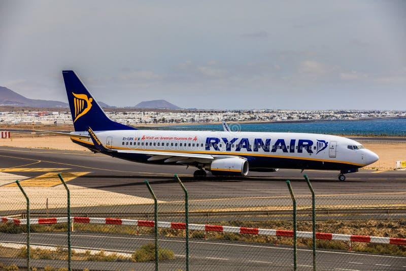 ARECIFE, SPANJE - APRIL, 15 2017: Boeing 737-800 van RYANAIR met stock afbeeldingen