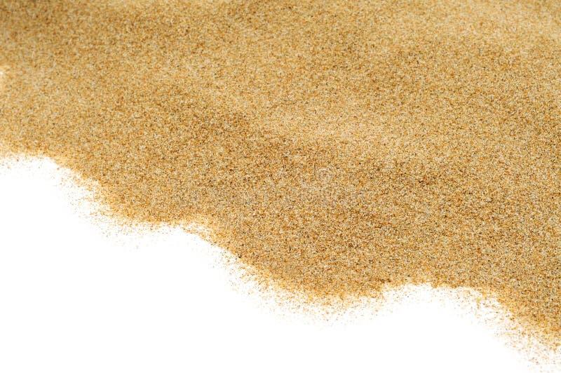 Areia em um fundo branco imagem de stock