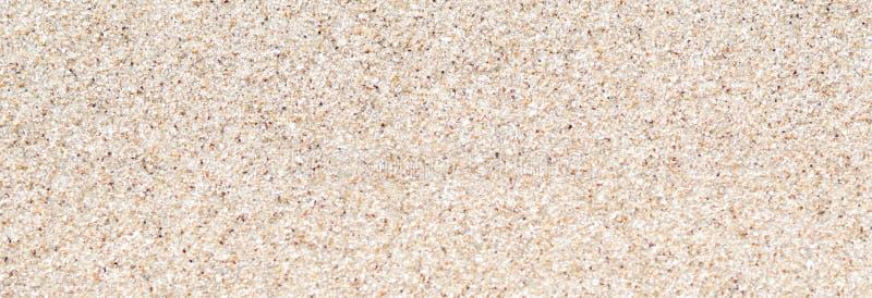 Areia limpa do panorama na praia para o fundo Foto conservada em estoque foto de stock royalty free