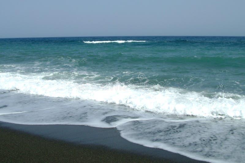 Areia preta no litoral imagem de stock royalty free