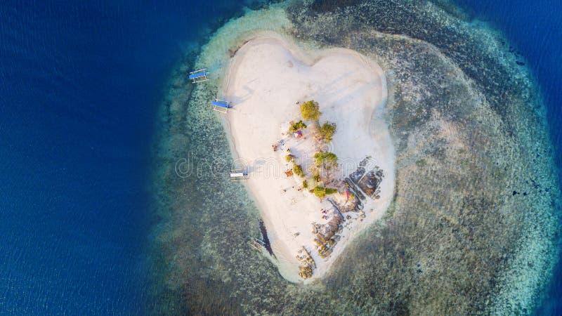 Arena blanca hermosa en la isla de Gili Kedis fotos de archivo libres de regalías