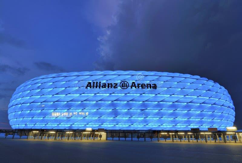 Arena de Allianz na noite fotos de stock