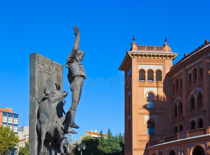 Arena de la estatua y de la tauromaquia del torero - Madrid España fotos de archivo