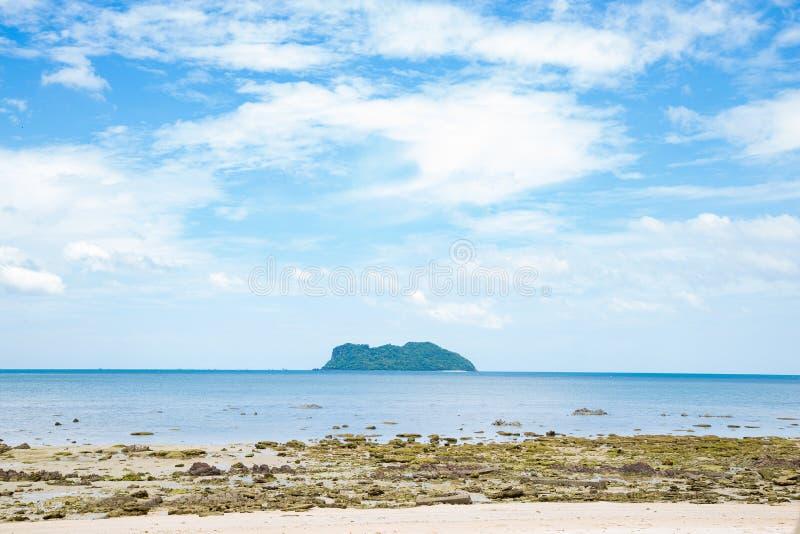 Arena de la isla y de la playa foto de archivo libre de regalías