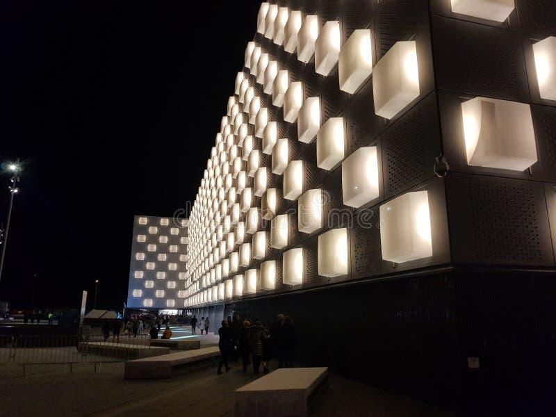 Arena de Navarra, pabellón multiusos en la ciudad de Pamplona, Navarra espa?a Imagen de la noche antes de una demostración imagen de archivo libre de regalías