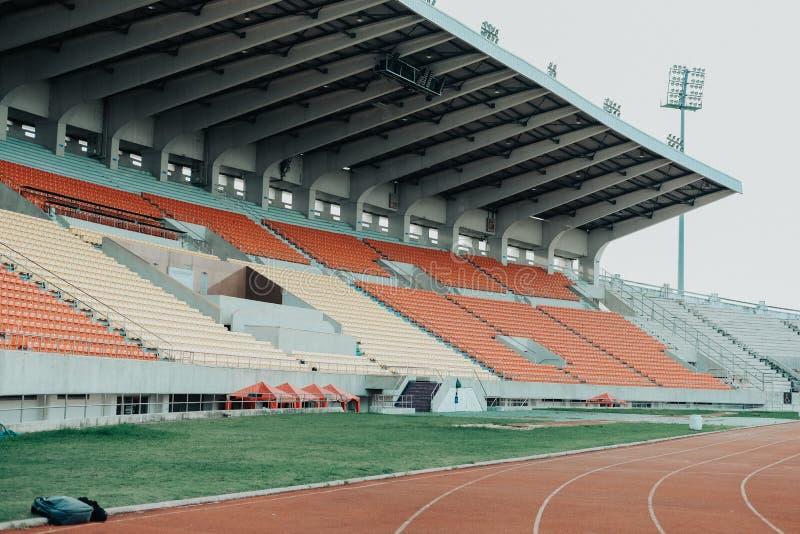Arena del estadio de los deportes y circuito de carreras de funcionamiento fotos de archivo libres de regalías