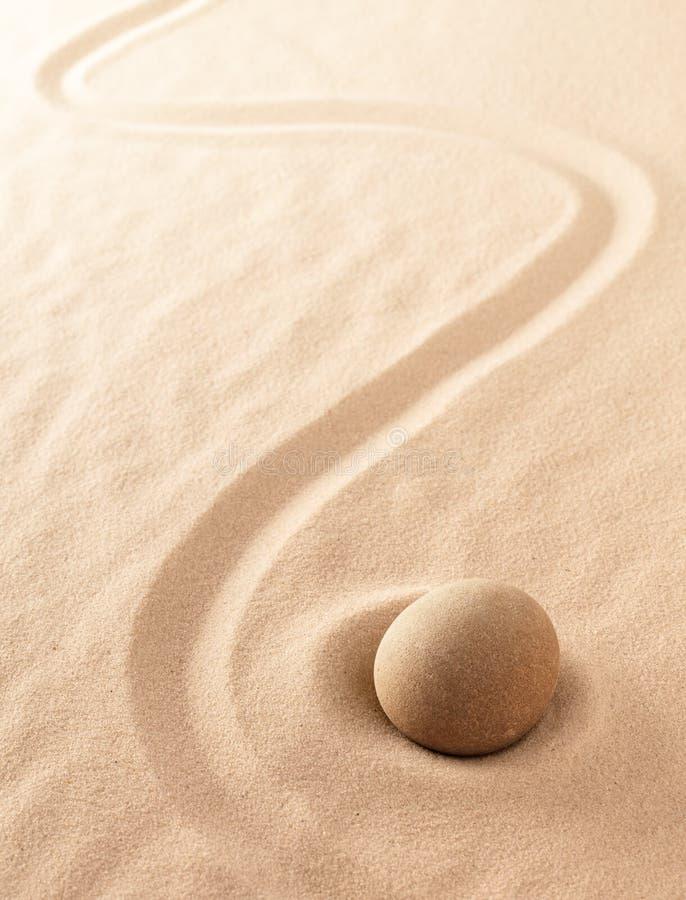 Arena del zen del minimalismo y jardín de piedra de la meditación Salud del balneario o fondo de la yoga con el espacio de la cop imagen de archivo libre de regalías
