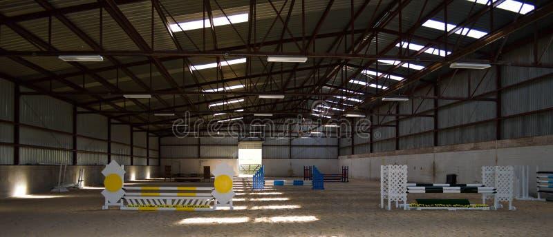 A arena interna do cavalo salta fotos de stock