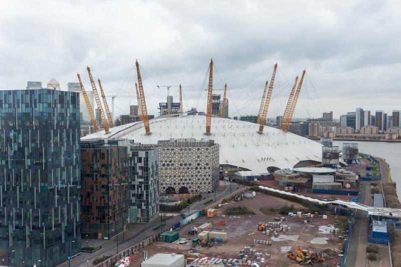 A arena O2 em Londres em um dia chuvoso imagens de stock