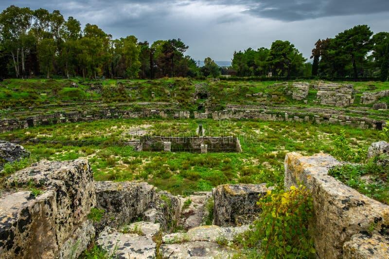 Arena romana antigua para las luchas de los gladiadores en Syracuse imagen de archivo libre de regalías