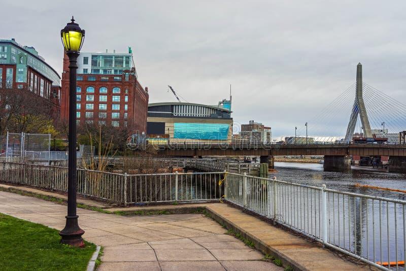 Arena und Erinnerungsbrücke Zakim Bunker Hill in Boston lizenzfreie stockfotos