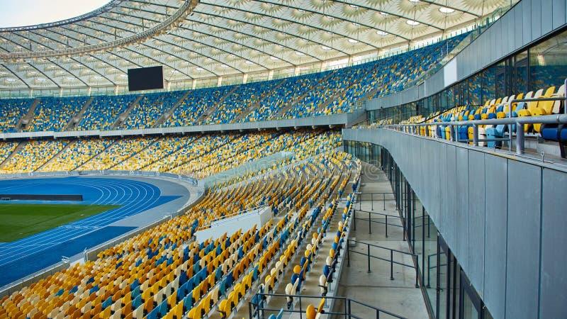 Arena vacía enorme del fútbol imágenes de archivo libres de regalías