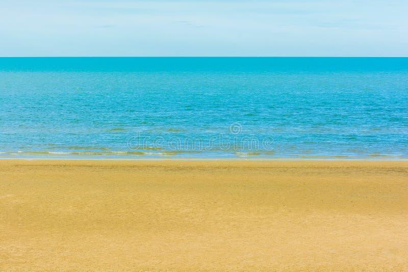 Download Arena y fondo del mar foto de archivo. Imagen de golden - 42434238
