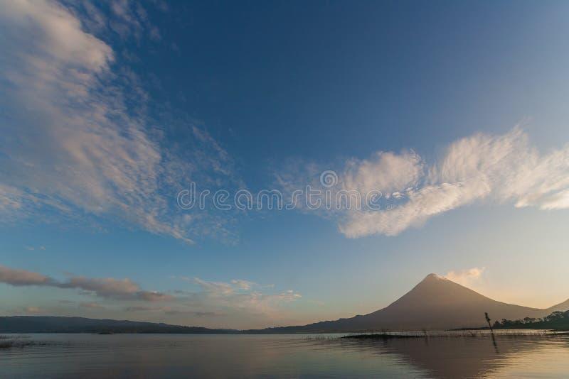 Arenal all'indicatore luminoso di mattina fotografia stock