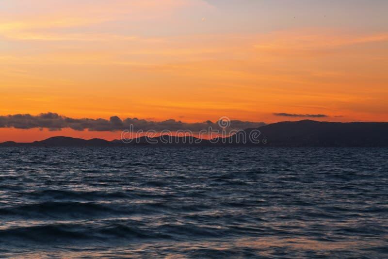 Arenal strand dichtbij Palma de Mallorca in zonsondergangtijd Mallorca isl stock afbeelding
