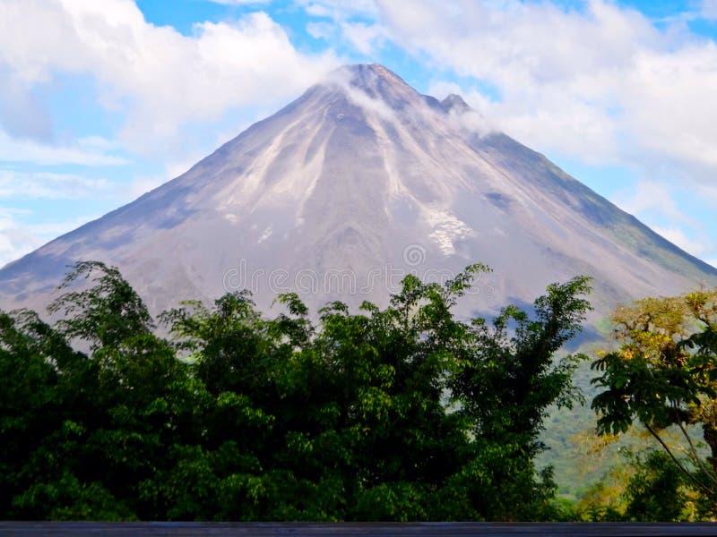 Arenal Vulkaan in Costa Rica stock foto's