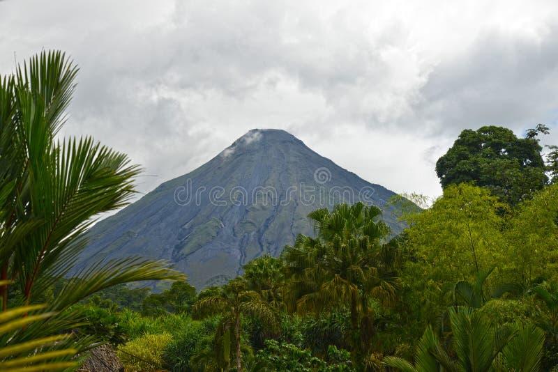 Arenal vulkan i La Fortuna, Costa Rica royaltyfri fotografi