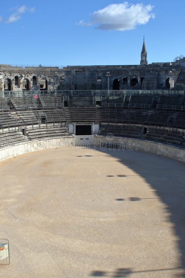 Arenan av Nimes Den inre sikten av amfiteatern och ställningarna fotografering för bildbyråer