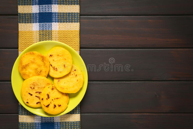 Arepa,油煎的玉米面小馅饼 免版税图库摄影