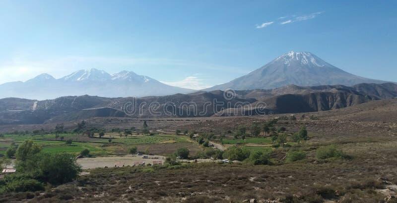 Arequipa и свои вулканы стоковые фотографии rf