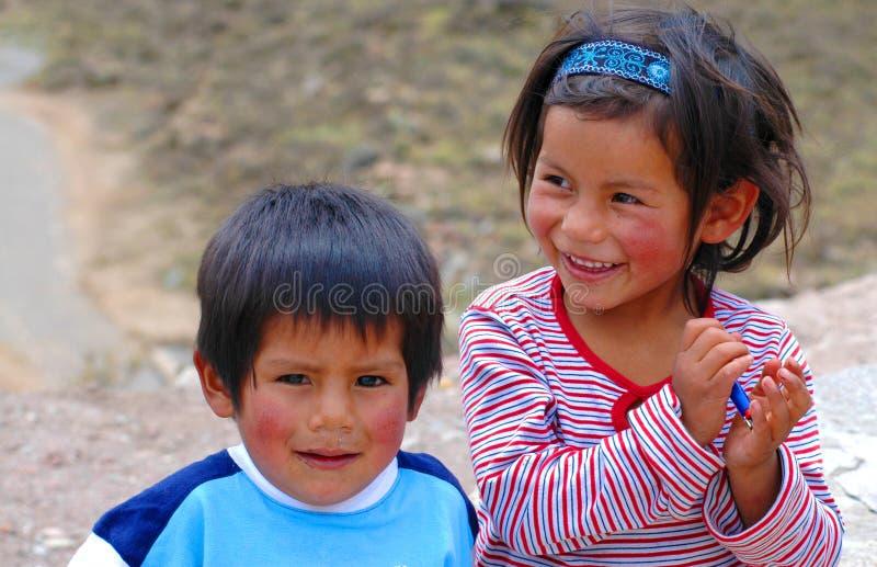 AREQUIPA, PERU - 6 DE JANEIRO: Crianças Quechua não identificadas sobre fotos de stock royalty free