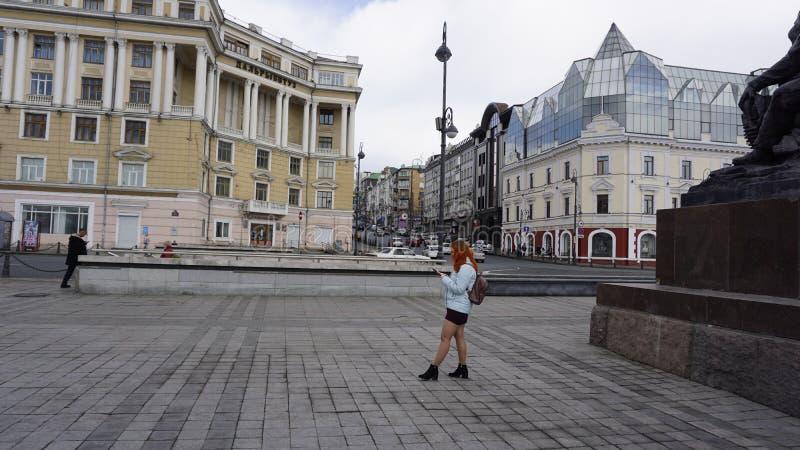 Ожидание девушки ares vladivostok Primorye E стоковое изображение