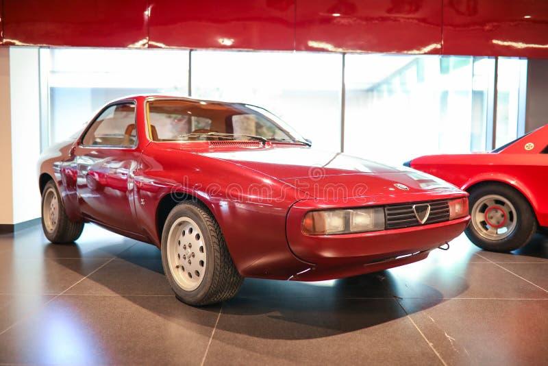 Arese, Italië - Alpha- Romeo Zeta 6 model op vertoning bij het Historische Museum Alfa Romeo stock afbeelding