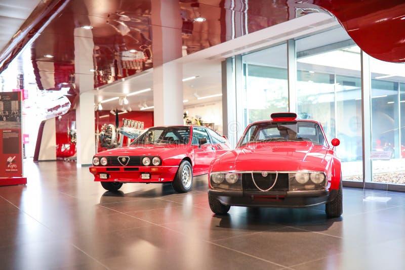 Arese, Italië - het Alpha- Romeo Sprint 6C en Scarabeo II modelleert op vertoning bij het Historische Museum Alfa Romeo stock foto