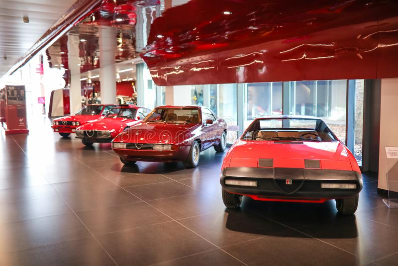 Arese, Włochy, Alfa Romeo samochody na pokazie przy Dziejowym Muzealnym Alfa Romeo - obrazy stock