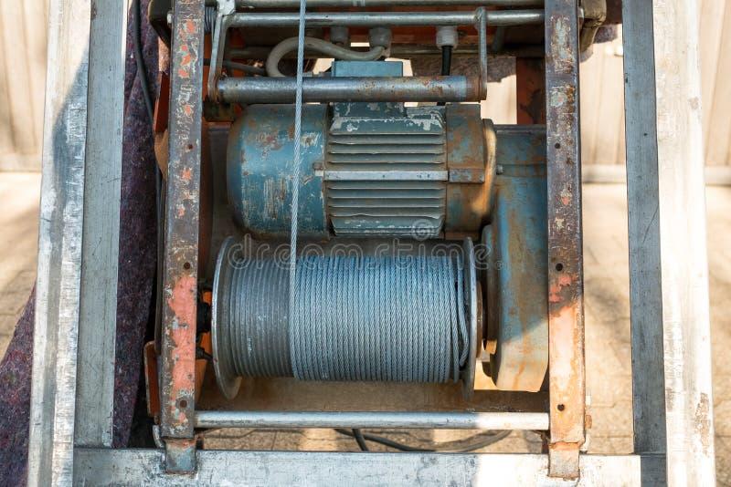 Argano del cavo elettrico con cavo d'acciaio fotografie stock libere da diritti