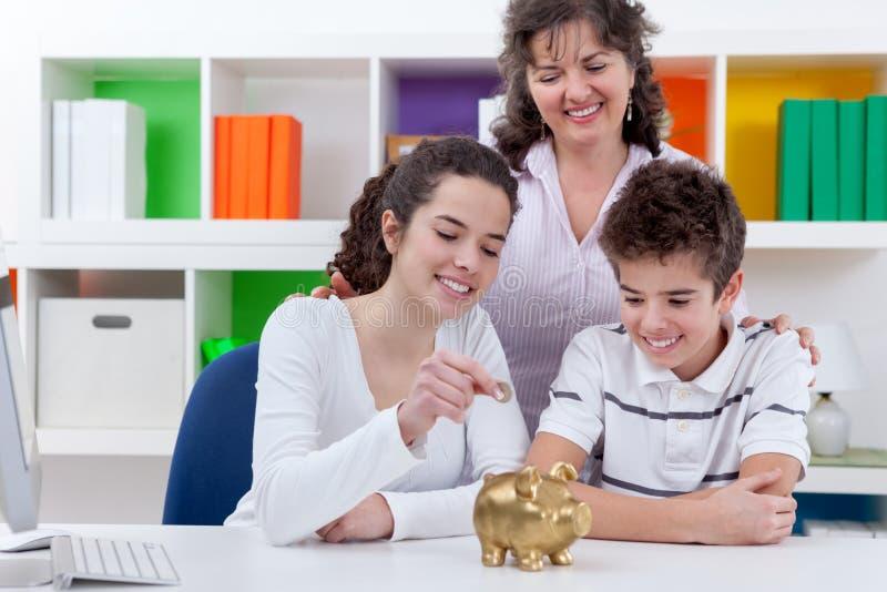 Argent d'économie de famille photo stock