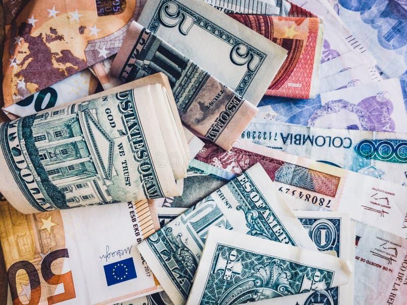 Argent d'argent liquide, euros, dollars US et pesos colombiens - photos libres de droits
