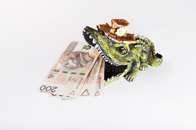 Argent dans la bouche du crocodile, zloty polonais, PLN photographie stock