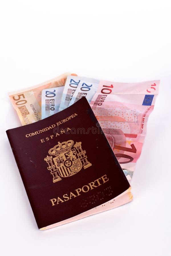 Argent dans le passeport espagnol photographie stock libre de droits