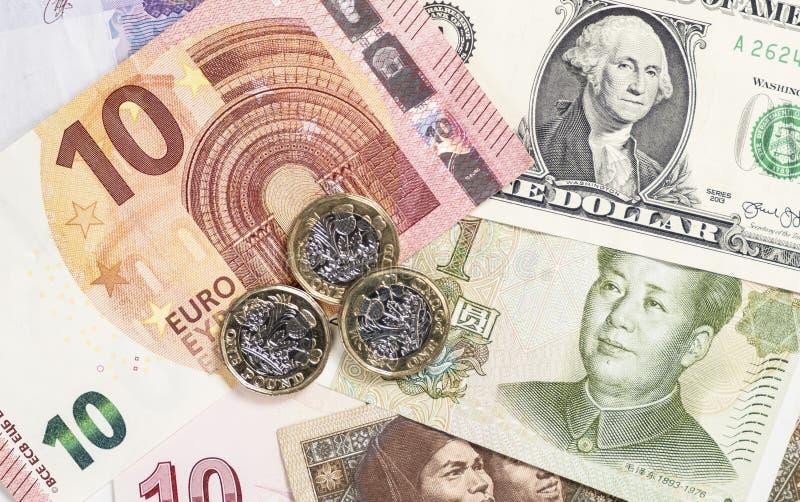 Argent de forex, billets de banque de devise du monde comprenant l'euro, dollar, yuan, livre photographie stock libre de droits