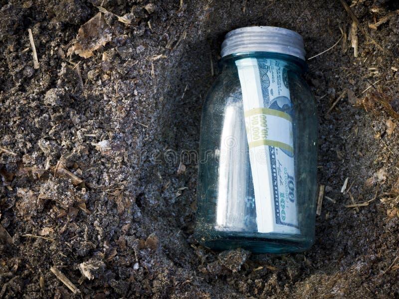 Argent enterré photographie stock libre de droits