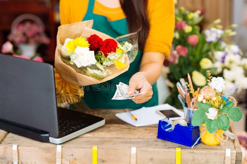 Argent liquide pour le bouquet photos stock