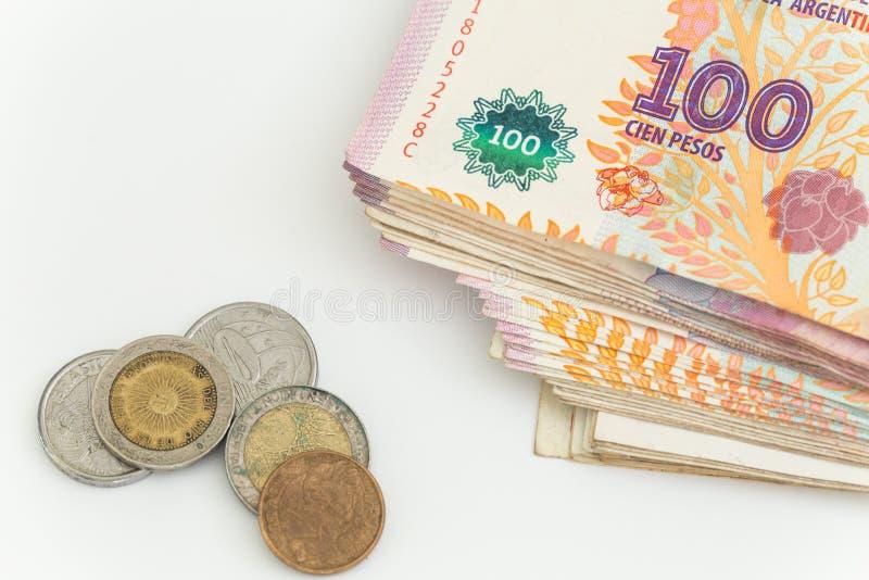 Argent/peso argentins sur le fond blanc photo stock