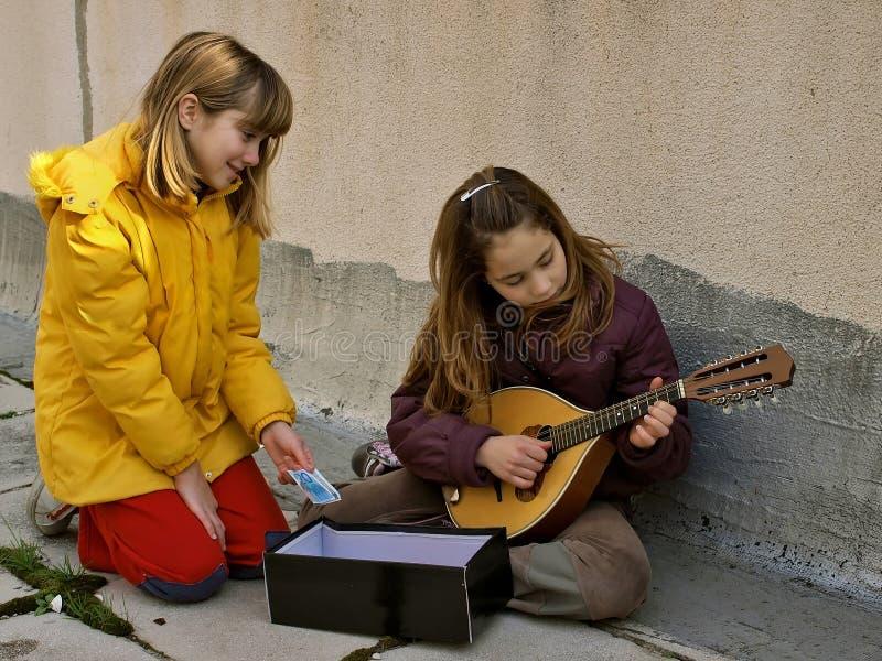 Argent pour des musiciens de rue images libres de droits