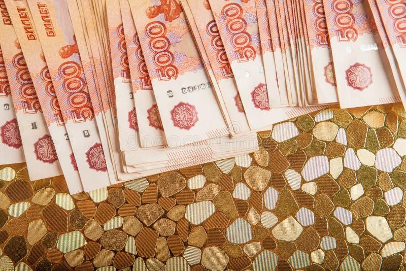 Argent russe 5000 roubles de billet de banque de macro de plan rapproché, concept de victoire de fin d'argent de rouble de la Rus image libre de droits