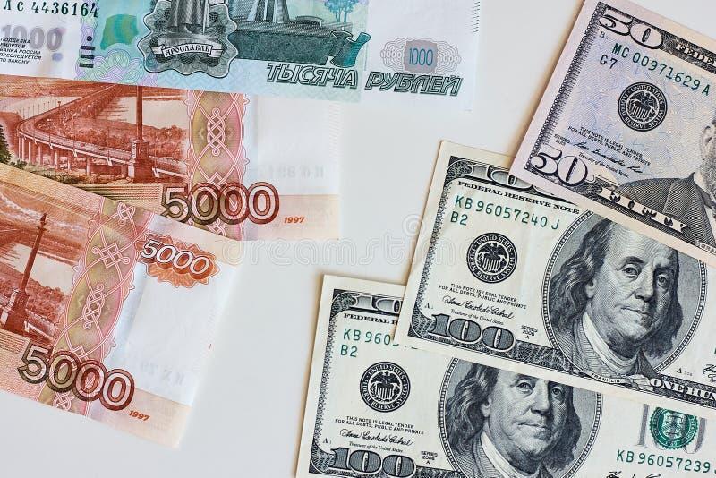 Argent Taux de change entre le dollar et le rouble photo stock