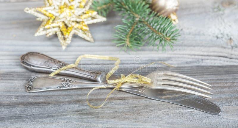 Argenteria e decorazioni antiche di Natale fotografia stock