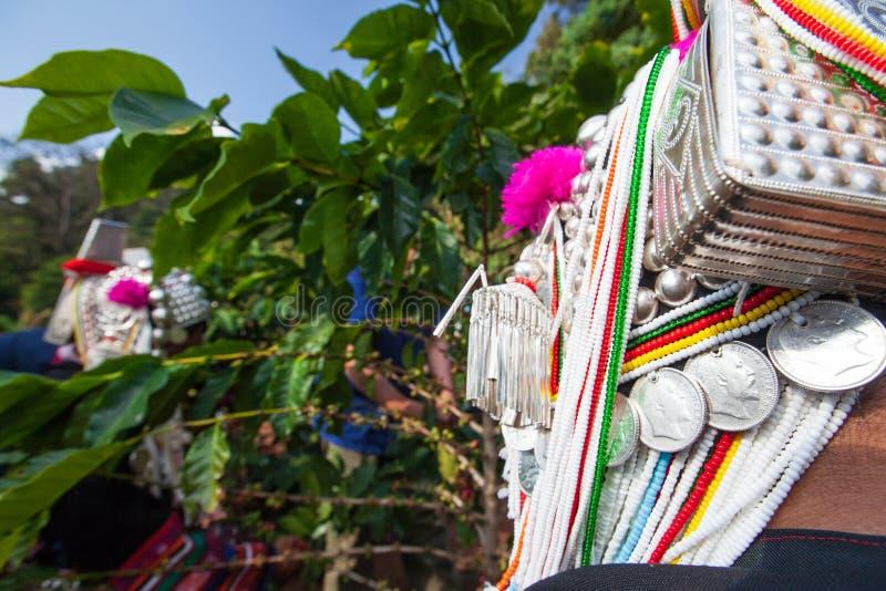 Argenteria tradizionale unica della donna di Akha della tribù Agricoltore a di Akha fotografia stock libera da diritti