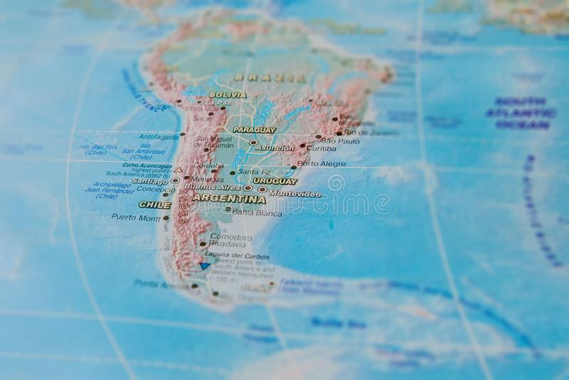 Argentina, Chile e Uruguai no fim acima no mapa Foco no nome do pa?s Efeito do Vignetting foto de stock