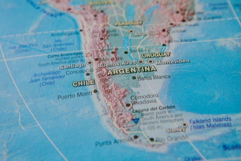 Argentina e Chile no fim acima no mapa Foco no nome do país Efeito do Vignetting fotos de stock