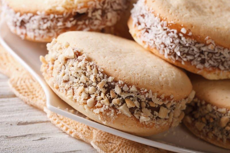 Argentinean deser: ciastek alfajores na talerzu makro- horyzont fotografia royalty free